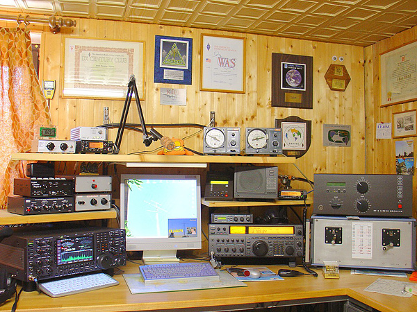 Amateur Radio Station DJ4PI in Germany - Survival Radio and Long-Distance Communication for Survival